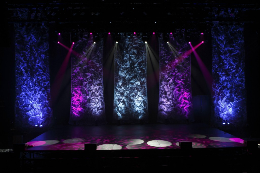The Versatility of Metal Mesh for Backdrops and Stage